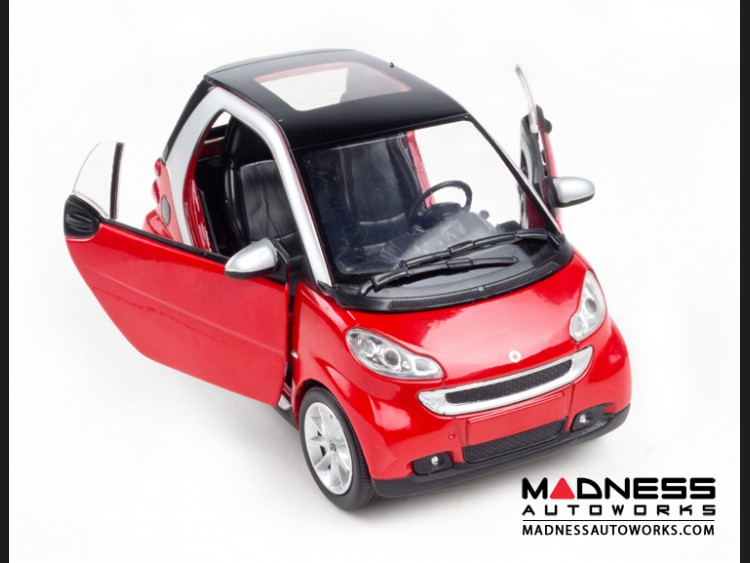 smart fortwo Model Car - 451 model - 1:24 scale Die Cast - Red