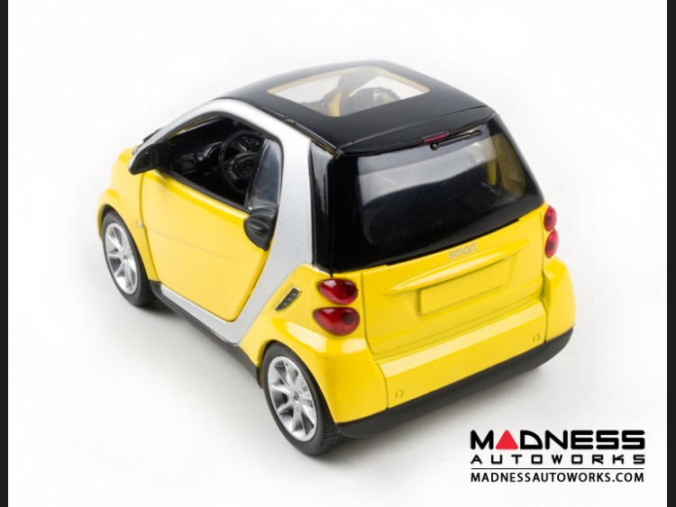 smart fortwo Model Car - 451 model - 1:24 scale Die Cast - Yellow