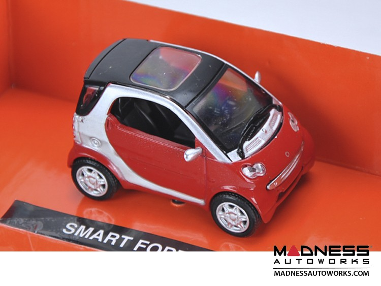 smart fortwo Model (1/43 scale) - 450 Model - Red