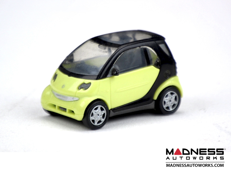 smart fortwo Model (1/72 scale) - 450 Model - Yellow